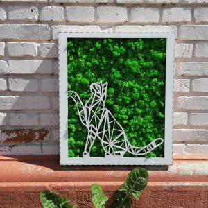 Tabloul Pisică decupat cu laser și decorat cu licheni.